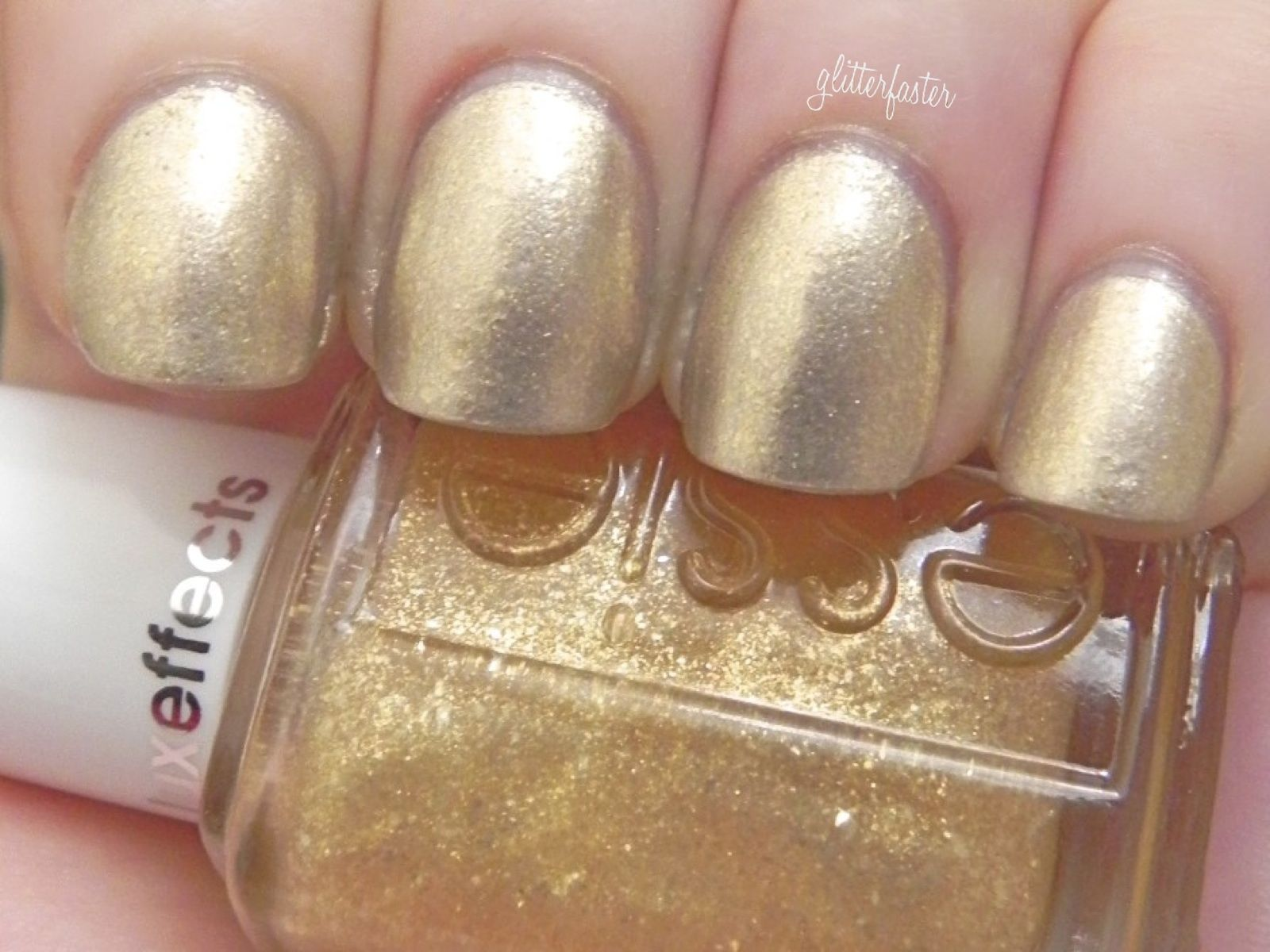 Essie Luxeffects Golden Yellow Nail Polish Model 950 \